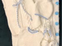 Set tricotat manual pentru baiat
