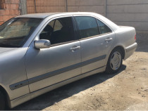 Dezmembrez Mercedes W 210