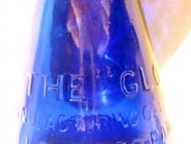 B264-I-Sticluta Farmacie albastra veche The Gloy Londres....