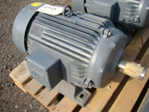 Motor electric trifazic (380 v) 4,5 kw 900 turatii