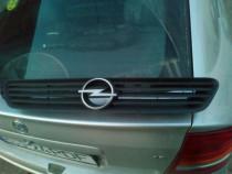 Grila capota Opel Astra g