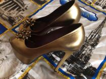 Pantofi aurii cu toc