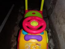 Mașinuță pentru copii cu muzică și jocuri