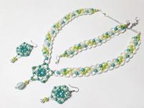 Set floral cu flori lucrate manual din margele, albastru
