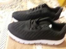 Pantofi sport noi