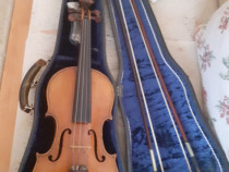 Vioară veche de 50 de ani cântată de violonist - vioara I