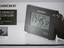 Ceas desteptator cu proiectia orei sau a temperaturii