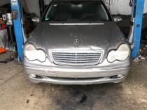 Dezmembrez Mercedes c200cdi 2004