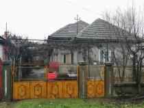 Casa de caramida cu gradina+teren arabil Gradinari, Olt