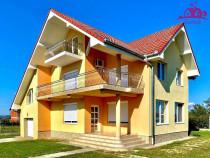 Casa lux in localitatea Sânmartin