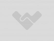 Casa la rosu in zona de dealuri