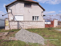 Casa cu teren de 1400 mp, Zadareni
