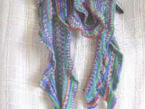 Eşarfă fantezie tricotată manual