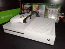 XBOX ONE S 1TB+Battlefield1,Call of Duty WW2,Assasin's Creed