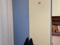 Dormitor copil, albastru/bej in stare impecabila.