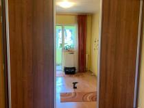 Dressing cu 3 usi glisante si oglinda; Sifonier cu rafturi