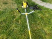 Trimmer pentru tuns iarba pe benzina, folosit foarte putin