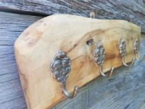 Cuier din lemn de nuc
