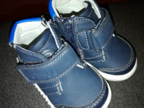 Papuci de copii mărimea 18 pentru detalii în privat