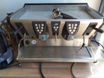 Expressor cafea pentru bar cu 2 grupuri + râsnită,cesti