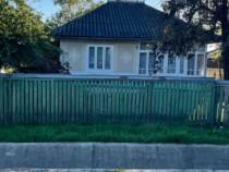Casa in centrul satului Tataraseni