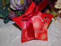 Marturii nunta/botez cutiute stea mov sau rosii
