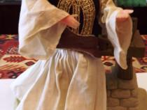 Papusa vintage in port traditional grecesc