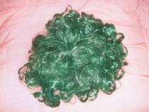 Perucă de culoarea verde electric, practic nouă