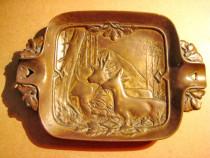 5525-Scrumiera veche Cerb-Caprioara bronz masiv anii 1900.