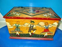5084-Caseta rustica vintage pictata cu personaje rurale.