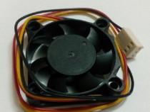 Cooler/ventilator 40x40x10 mm , 12 v sau 5 v