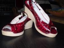 Sandale lac rosii
