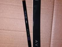 Creionul pentru contur Avon culoarea Deep Violet