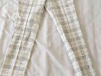 Pantaloni Stradivarius, alb cu negru, marimea 32, noi