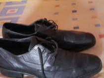 Pantofii de piele noi