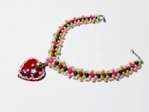 Colier multicolor cu pandativ inimioara