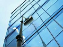 Firma de curățat geamuri rezidențial, și comercial.