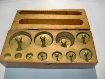 A247-Set greutati bronz de la 2 la 200 grame cutie lemn.