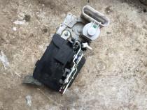 Broasca usa spate + maner mecanism inchidere FIAT ALBEA 2008