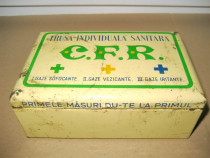 A255-I-Trusa CFR sanitara metal interbelica.