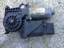 Motoras macara MERCEDES BENZ A2108205442 BOSCH 0130821698