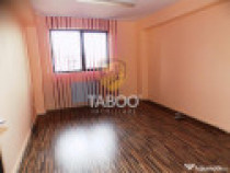 Spatiu comercial cu 3 camere si intrare din strada zona Raho