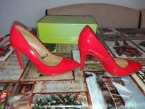 Pantofi stiletto si pantofi de mireasă