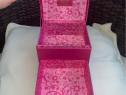 Cutie bijuterii roz satinat