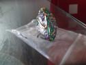 Inel de dama cu pietre verzi, mov si model auriu din inox