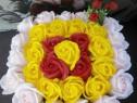 Aranjament cos 31 trandafiri de sapun parfumati .