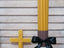 Set inmormantare - lumanari din ceara, cruce si toiag