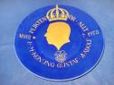 1675-Aplica aniversara portelan Regele Gustav Suedia 1882-73