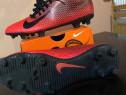 Ghete de fotbal Nike.