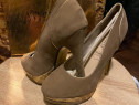 Pantofi cu toc eleganti